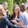 Kooli lõpetanud Anett Klaanberg pidas presidendiga maha meeleoluka vestluse.