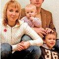 EMA, ISA JA KAKS LAST: Alice ja Lauri annavad koos nelja-aastase Kareli ja 8kuuse Hannaga välja igati eeskujuliku Eesti perekonna mõõdu. foto: Mari-Liis Mälberg
