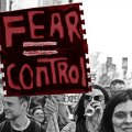 Tuhanded marssisid Londonis mööda Oxford Streeti, protesteerides koronaviirusevastaste piirangute vastu Suurbritannias. Protestijad kandsid plakateid sulgemiste, maskide ja vaktsiinide vastu.