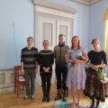 Viljandi Kultuuriakadeemia teatritudengid pärast etendust. Autor Maaja Hallik paremalt teine. Foto: Ene Raudar