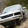 Mööda kurvilist teed sõitnud 39-aastane naine kaotas Volkswagen Passati üle kontrolli, auto paiskus kraavi ja rullus üle katuse.