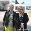 Nadežda (vasakul) ja Valentina (paremal) märgivad, et kõige valusamini tabab koondamislaine neid, kelle perest töötab tehases mitu liiget.