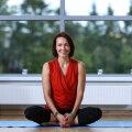 Joogaõpetaja Terje Hakman-Salokorpi aitab taasleida keha ja meele tasakaalu.