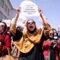 """""""Свобода — наш девиз"""". В Кабуле афганские женщины устроили акцию протеста против неравенства"""