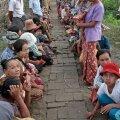 NAD OOTAVAD SINULT ABI: See foto riisi ootavatest inimestest on tehtud 9. juunil Birmas. ÜRO hinnangul vajab pärast sealset looduskatastroofi välisabi 2,4 miljonit inimest.