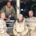 """Anni Madisson koos """"oma poistega"""" Afganistanis"""