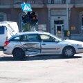 DELFI FOTOD: Stockmanni ristmikul toimunud avarii häirib sealset liiklust
