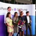 Laura Põld (vasakult kolmas) võitis möödunud nädalal Berliinis toimunud kaasaegse kunsti messil POSITIONS Claus Michaletzi preemia.