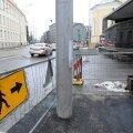 DELFI FOTOD: Pärnu maanteele kukkunud postid asendati uutega