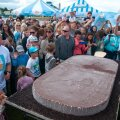 ISUÄRATAVAD FOTOD: Pirital söödi jäätisepäeva puhul ära 100 kg kaaluv pulgajäätis