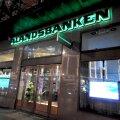 Ålandsbankeni turuosa ulatub Ahvenamaal pooleni. Rootsis ja mujal Soomes teenindab pank ainult rikkaid privaatpanganduse kliente.