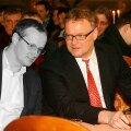 IN MEMORIAM: Priit Leito ja Hans H. Luik tööasju arutamas.