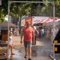 Tartu Veevärk pani sel suvel linna püsti üks vett udupeenelt piserdav värav, mida linlased palaval päeval nautida saavad.