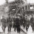 NATSI-SAKSAMAA UHKUS: Heinrich Himmleri (vasakult teine) visiit IG Farbeni vabrikusse Auschwitzis.