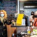 Narva kohvikupidaja Olesja Ignatjeva peab ebaõiglaseks valitsuse otsust Ida-Virumaale karmid piirangud seada. Konkreetset abi viiruskriisis maakonnale riigi poolt aga ei paista.