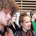 Thomas Fluori juhatatavas kooris laulab ligi kuuskümmend 17–19-aastast šveitslast.