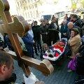 Odessa tragöödia: Ka sel teisipäeval  maeti möödunud nädala kokkupõrgetes hukkunud noori inimesi.