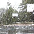 Suletud korvpalliväljak keset kevad-talvist eriolukorda