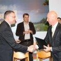 Andrus Laumets, Toomas Varek pärast lepingu sõlmimist.