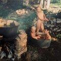 Vabaõhu-vannitoas küüritakse lapsi, Urmas (vaata noole suunda) teeb veel ehitusel tööd.Pliidi, millel soojendati pesemiseks vett ja keedeti kõik söögid, ehitas Mari varemetest välja kaevatud kividest. Pada ja pliidiraud leiti naabri põõsast.