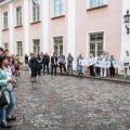 FOTOD: Stenbocki maja eest protestis mõnikümmend inimest vene koolide eestikeelsele õppele ülemineku vastu
