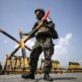 Lõuna-Korea sõdur Taasühendamise valvamas Suure Ühendamise silla barrikaade