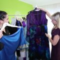 VIDEO | Kui palju on väärt 500 kaunist kleiti? Erakordne heategevuslik oksjon aitab naisi võitluses rinnavähiga