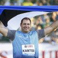 Zürichis üllatuslikult Teemantliiga esikoha võtnud Gerd Kanter sai üle pika aja võidumehena Eesti lipuga poseerida.