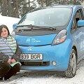 Kõige tublim sotsiaaltöötajast elektriauto kasutaja Jelena Pšenitšnaja on Saaremaa–Tallinna vahet sõitnud seitse korda. Iga ots võtab 4,5 tundi ja kolm akulaadimist.