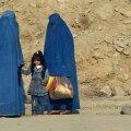 Naised burkades