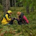 Üks võimalus on tundmatu seene kohta sõbralt küsida, aga kindlam on ikka seeneraamatust vaadata.