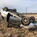 Paide lähedal sai vigastada autojuht, kelle sõiduk rullus üle katuse