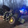 DELFI FOTOD: Järvamaal sai vigastada traktoriga kraavi sõitnud mees