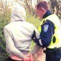 """VAHISTAMINE: Lugeja võib jõuda järeldusele, et tegu on kuvatõmmisega Eesti räpipundi 5miinust hittlaulust """"Ei ole aluspükse"""". Tegelikkuses poseerib siin hoopis tänaseks 31aastane Pärnumaa mees, kellele meeldivad hobused, konservatiivne ilmavaade ja kes end politseinike eest põõsasse peitis."""