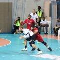 Bahreini kaitsest üritab läbi murda igas mängus kaks väravat visanud Henri Hiiend.