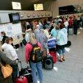 Puhkusele suunduvad inimesed Tallinna lennujaamas.