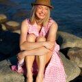 Igapäevaselt ajakirjanikuna tegutsev Kadri Veermäe mere lähedust ja suveilu nautimas.