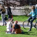 Oli selline aeg, mil tudengid Tartus Pirogovi pargiski kogunesid ja kevadet nautisid.