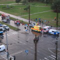 DELFI FOTOD: Mustamäel põrkasid kokku politseibuss ja sõiduauto, inimene sai vigastada