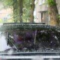 Täna sadas Kuressaares paarikümne minuti jooksul rahet ja tugevalt kallas ka vihma