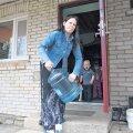 Heidi Paluste pere elu on kraanist vee kadumine väga ebamugavaks muutnud. Vett pole olnud juba kuu aega, see tuleb endal tuppa tassida ja lastega küla peal pesemas käia. Lootust kraanivett majja saada pole niipea.