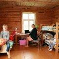 Kuldsete kätega peremees tegi vanadest põrandalaudadest mööbli
