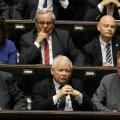 Poola võimupartei PiS juht Jaroslaw Kaczyński (keskel esimeses reas) neljapäeval seimis