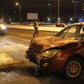 FOTOD: Lasnamäel juhtus öösel avarii, kaks inimest põgenes sündmuskohalt