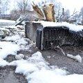 Lätis jäi ellu autojuht, kes niitis kiirusel 170 km/h maha üheksa puud