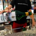 Veini kallamine restoranides lõppeks hiljemalt kell kaks öösel. (Foto: Reuters)