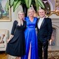 LOSSIPEREKOND Andrei Dvorjaninov võib oma naiste üle uhke olla: abikaasa Marje on Luxori sisustussalongide sisekujundaja ja arhitekt ning kujundanud ka Keila-Joa lossi interjööri. Tütar Nele on aga lossi turundusjuht.