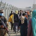 Pakistani piirivalvur jälgib afgaane riiki sisenemas