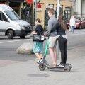 Elektritõukerattad on mõeldud üksi sõitmiseks, ka võiks sõitjatel olla kiiver peas.