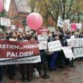 FOTOD | Lätis protestiti täna arstide madalate palkade ja uue omavalitsusreformi vastu